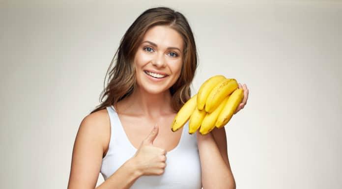 banany dziewczyna, kiść bananów