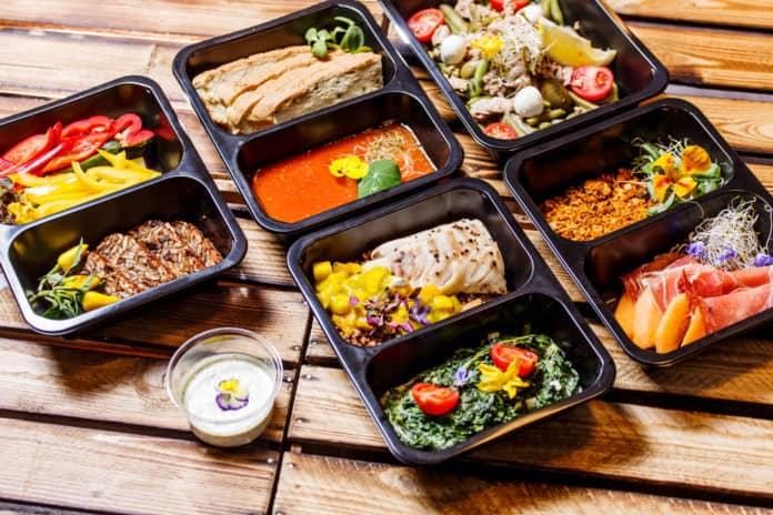 lunch box, kilka pudełek, sos