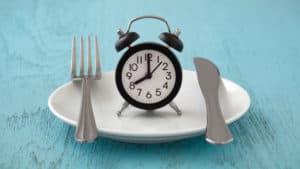 budzik na talerzu