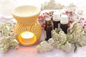 aromaterapia - kominek, olejki, kwiaty