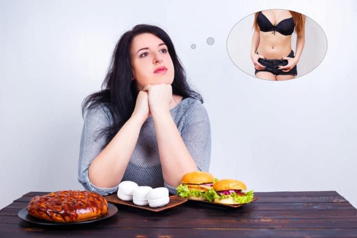 kobieta z nadwagą przy stole