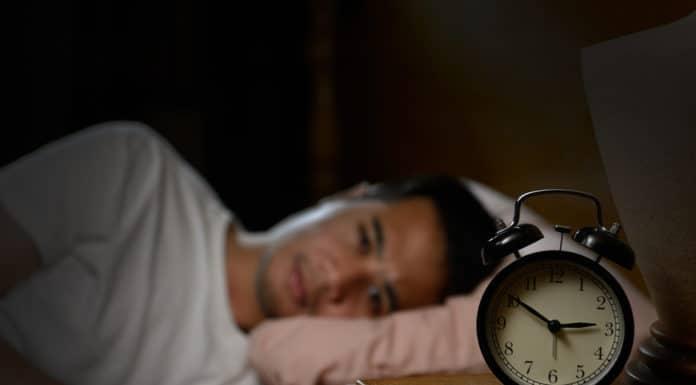 sypialnia, bezsenność, budzik