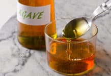 syrop z agawy, butelka, szklanka