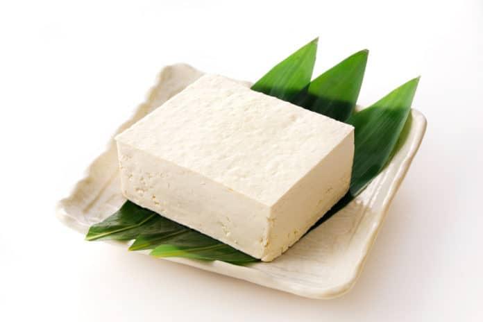 ser tofu, talerzyk, liście