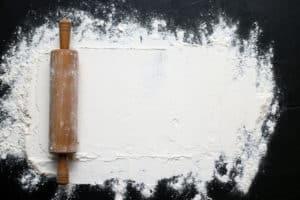 biała mąka, wałek do ciasta