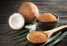 cukier kokosowy, łyżka, miska, orzech kokosowy