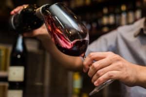 czerwone wino, kieliszek