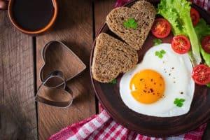 jajko, serce, zdrowe śniadanie