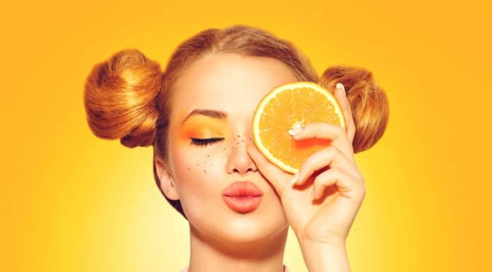 atrakcyjna kobieta, pomarańcza, zdrowa skóra