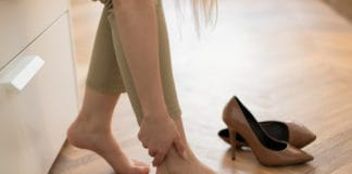 obrzęk nóg, kobieta, szpilki