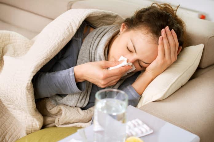 przeziębienie, chora kobieta, katar