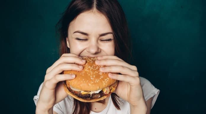 dziewczyna hamburger