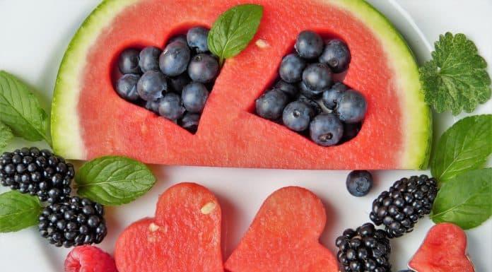 kompozycja owoców serca